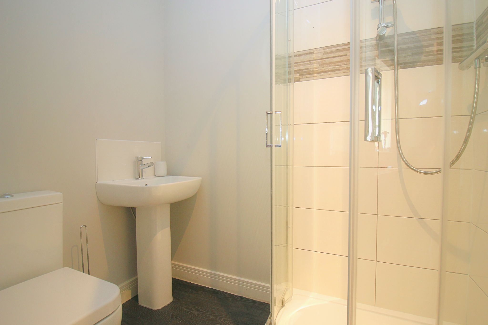 6 Bedroom Detached House For Sale - Photograph 27