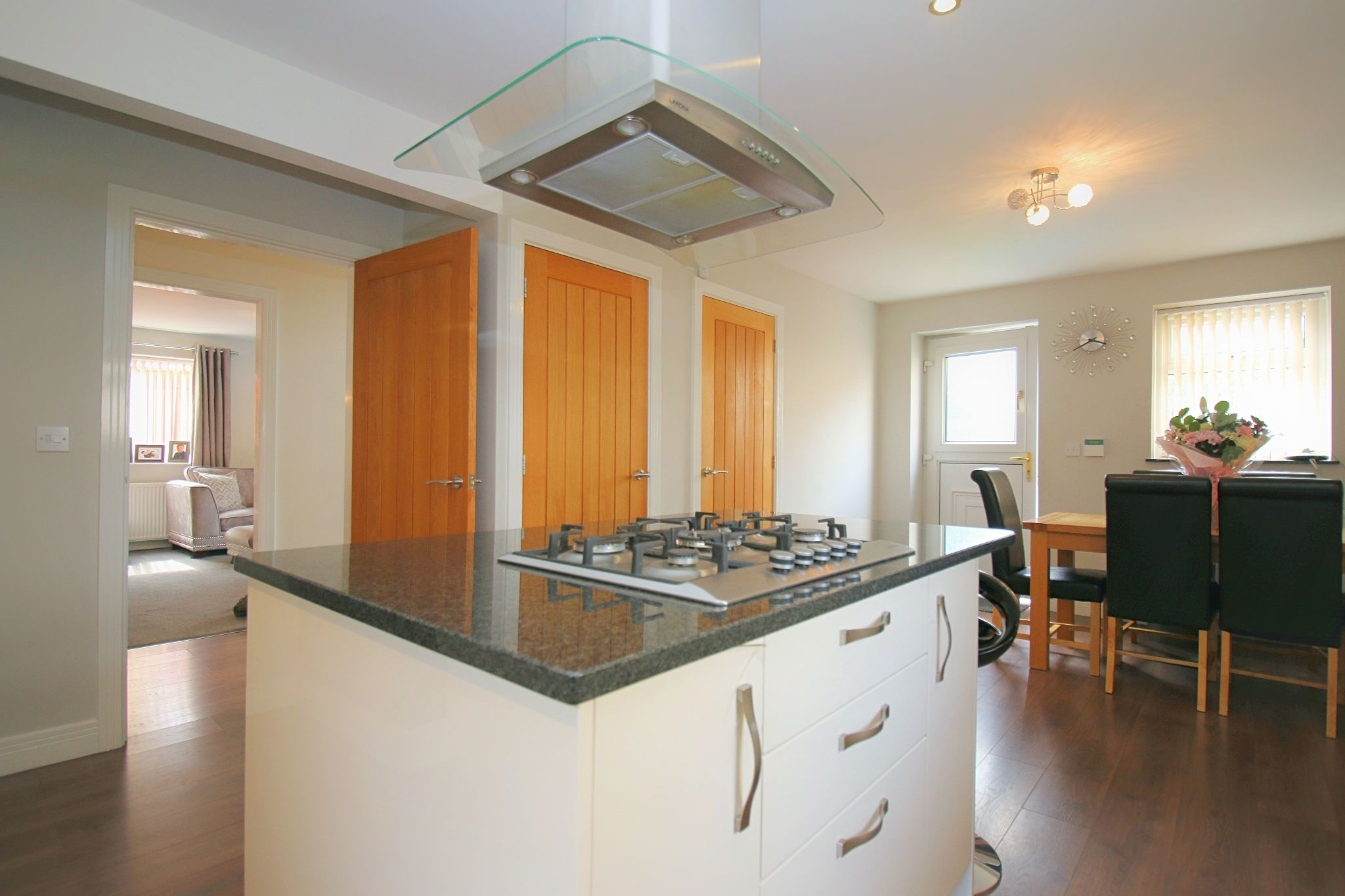 6 Bedroom Detached House For Sale - Photograph 16
