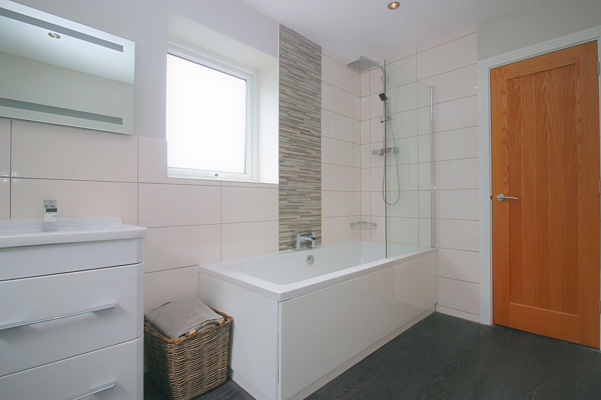6 Bedroom Detached House For Sale - Photograph 29