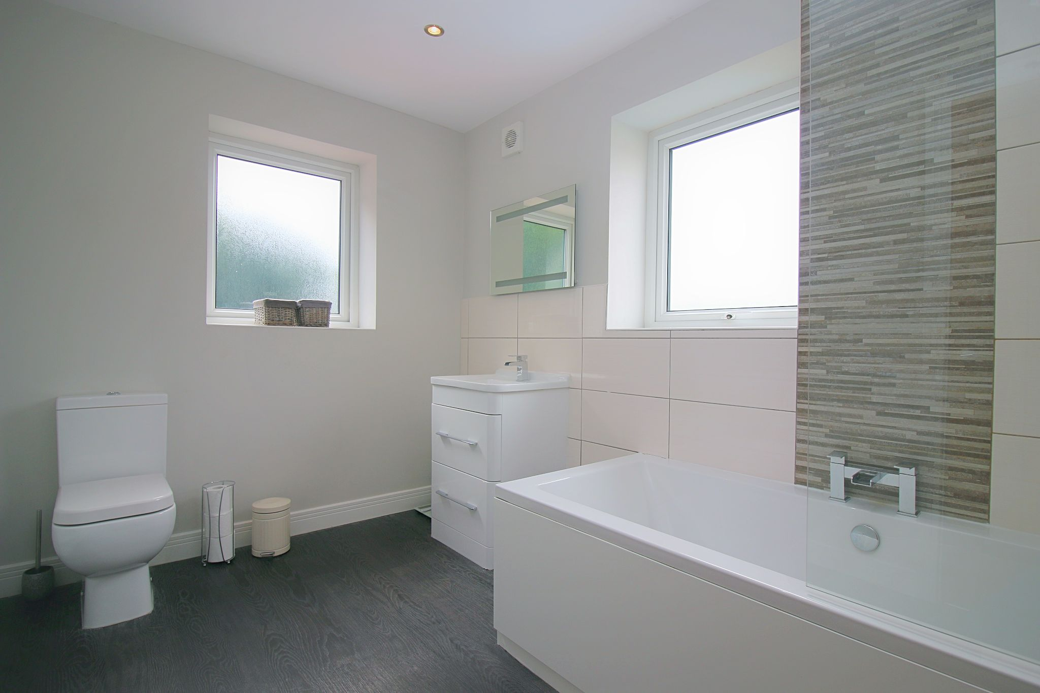 6 Bedroom Detached House For Sale - Photograph 28