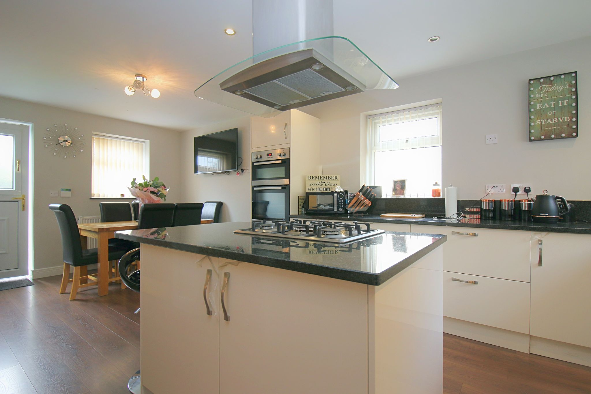 6 Bedroom Detached House For Sale - Photograph 15