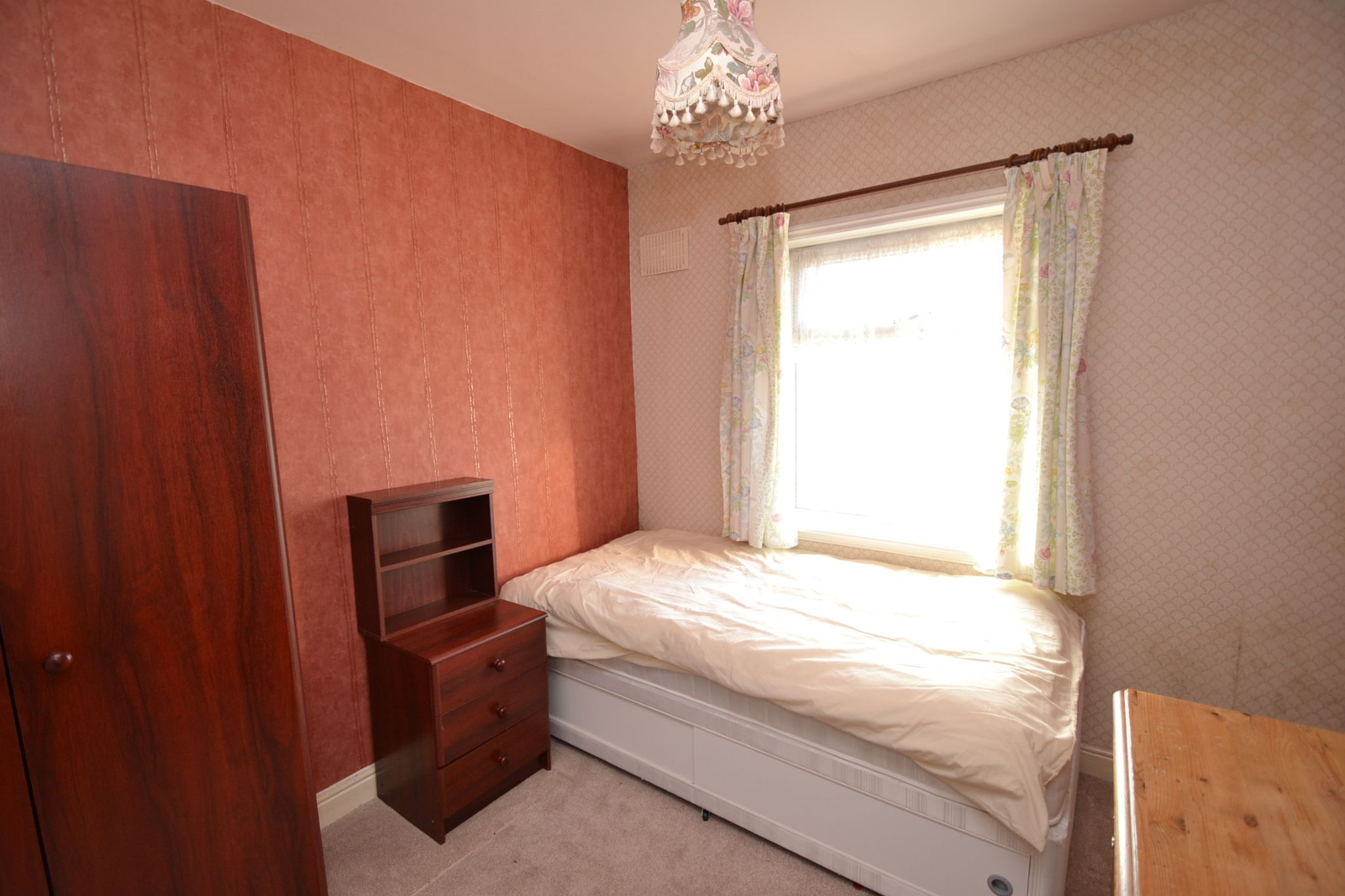 2 Bedroom Semi-detached House For Sale - Photograph 7