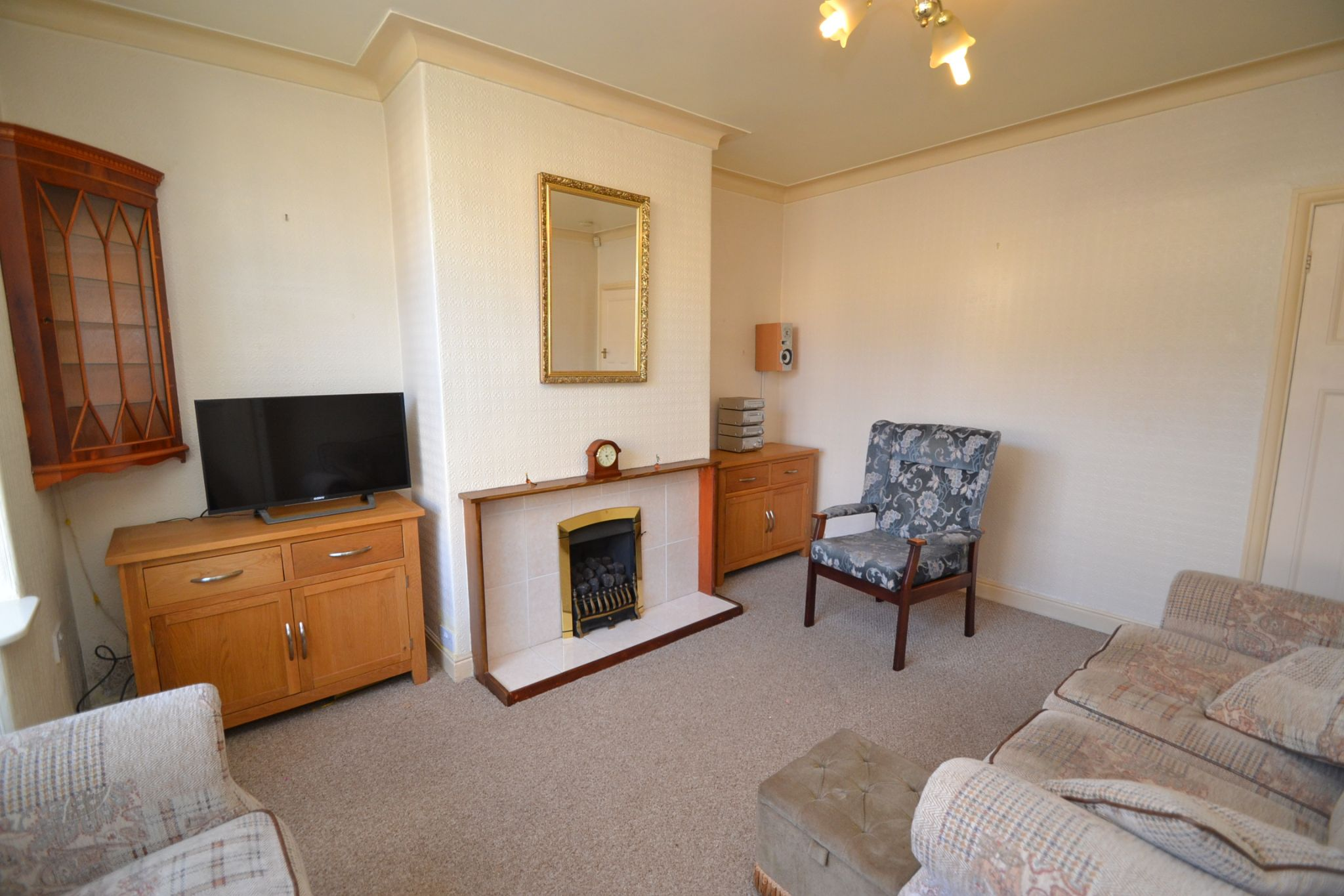 2 Bedroom Semi-detached House For Sale - Photograph 3