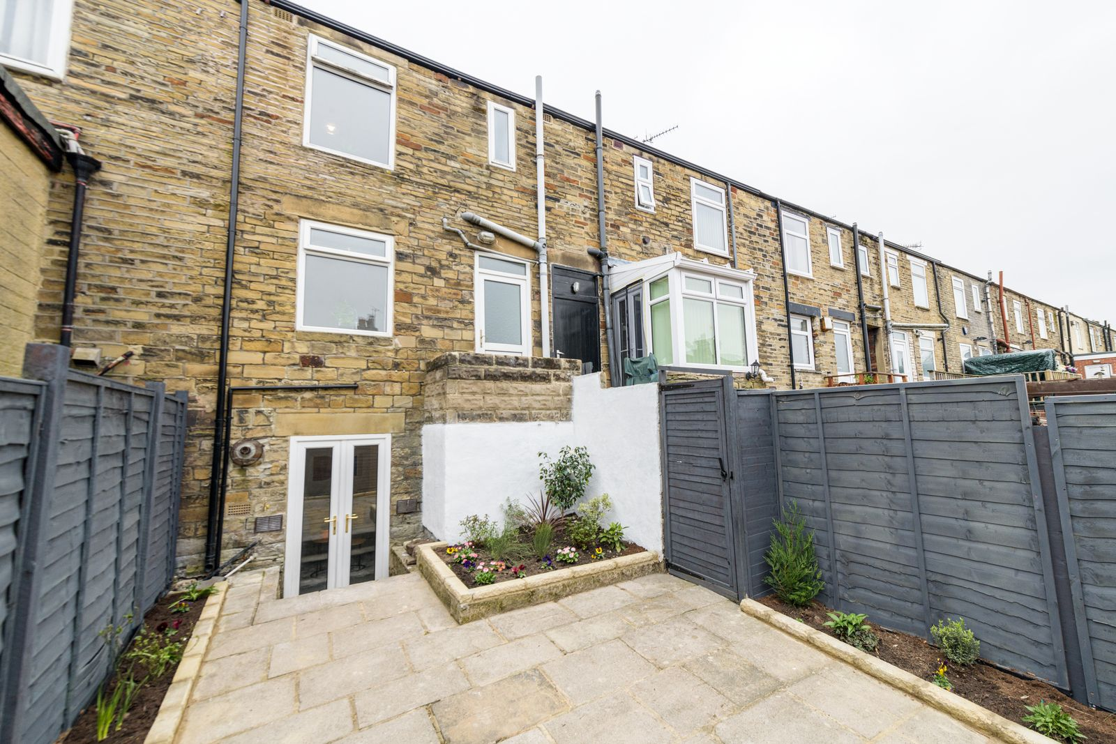 2 Bedroom Mid Terraced House For Sale - Photograph 30