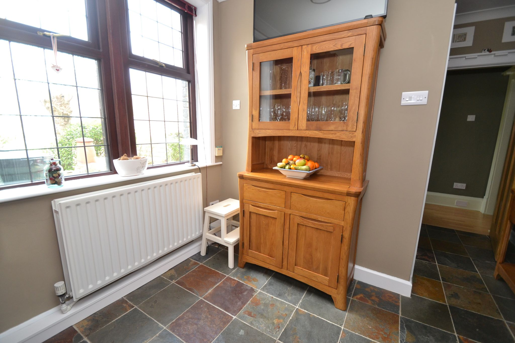 5 Bedroom Semi-detached House For Sale - Photograph 14
