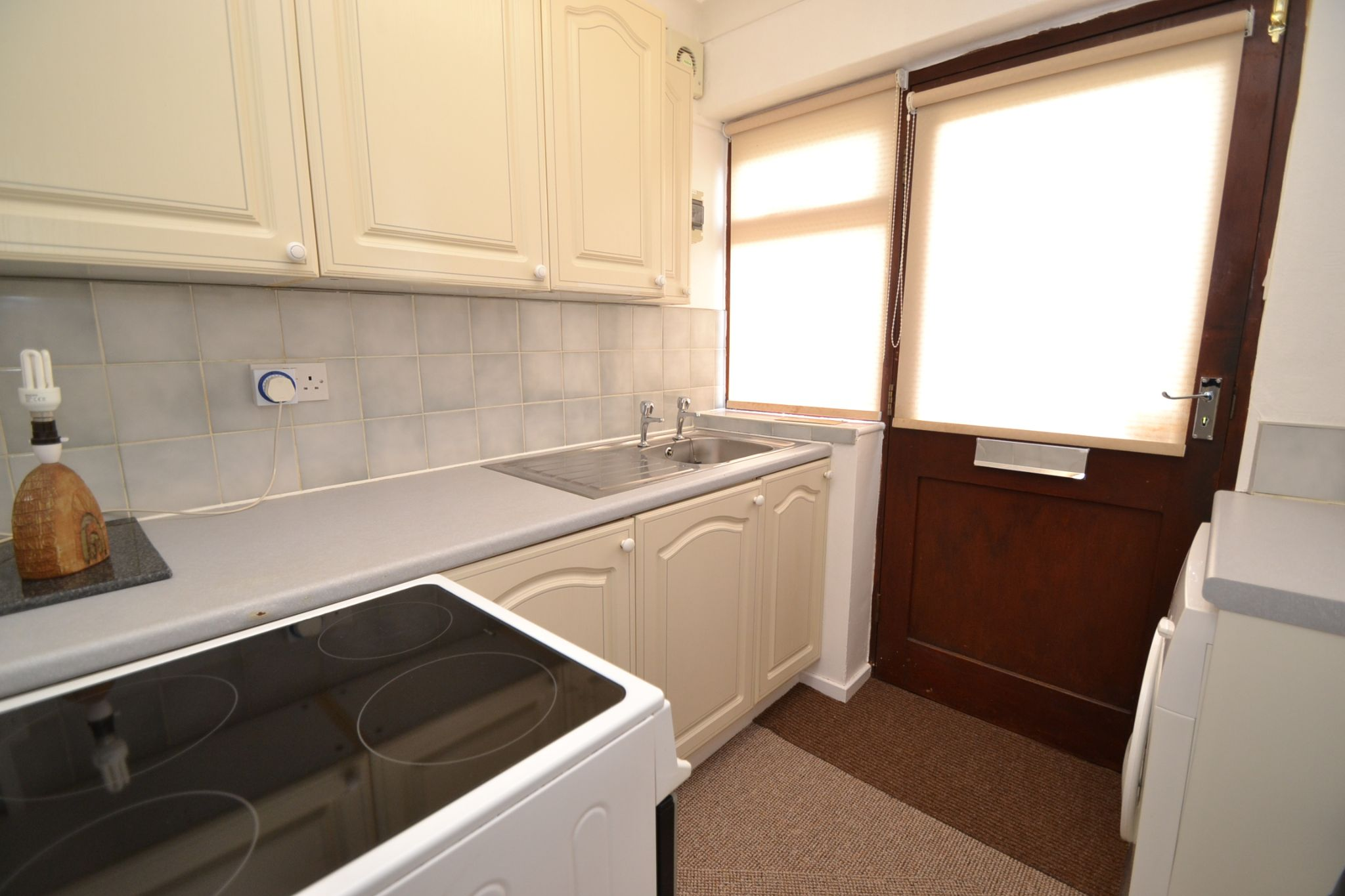 2 Bedroom Ground Floor Flat/apartment For Sale - Photograph 3