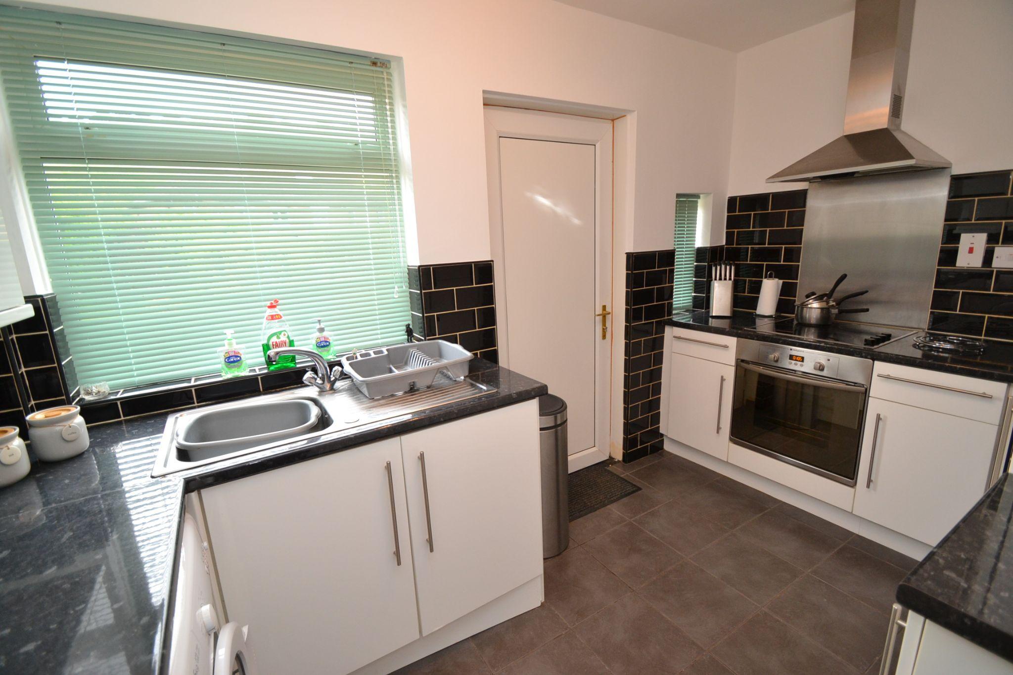 1 Bedroom Ground Floor Maisonette Flat/apartment For Sale - Photograph 3