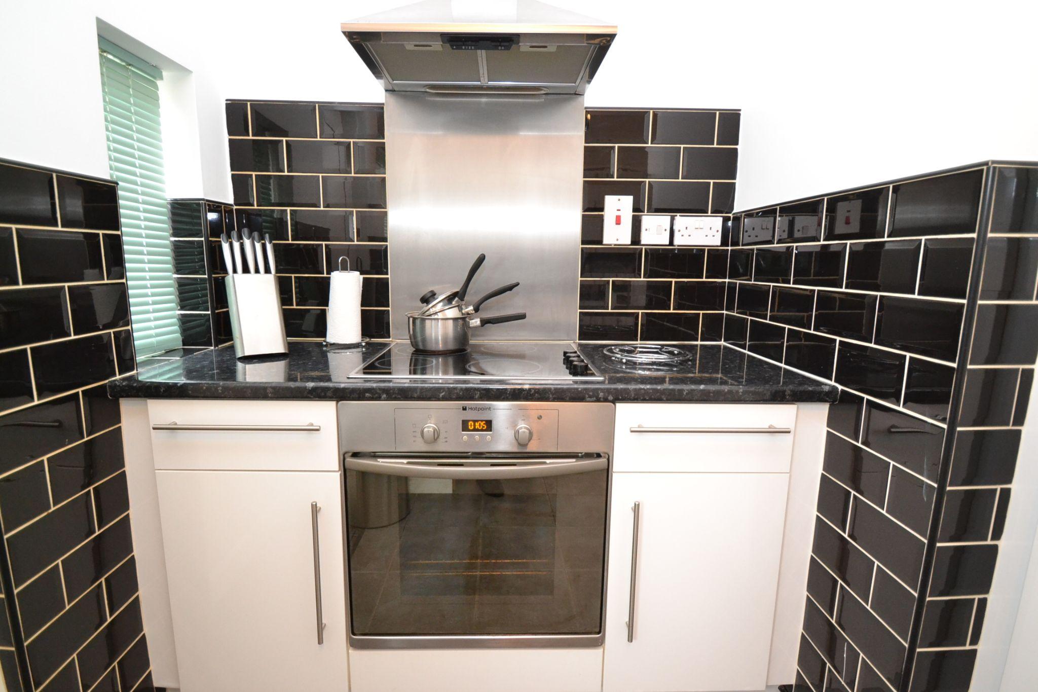 1 Bedroom Ground Floor Maisonette Flat/apartment For Sale - Photograph 5