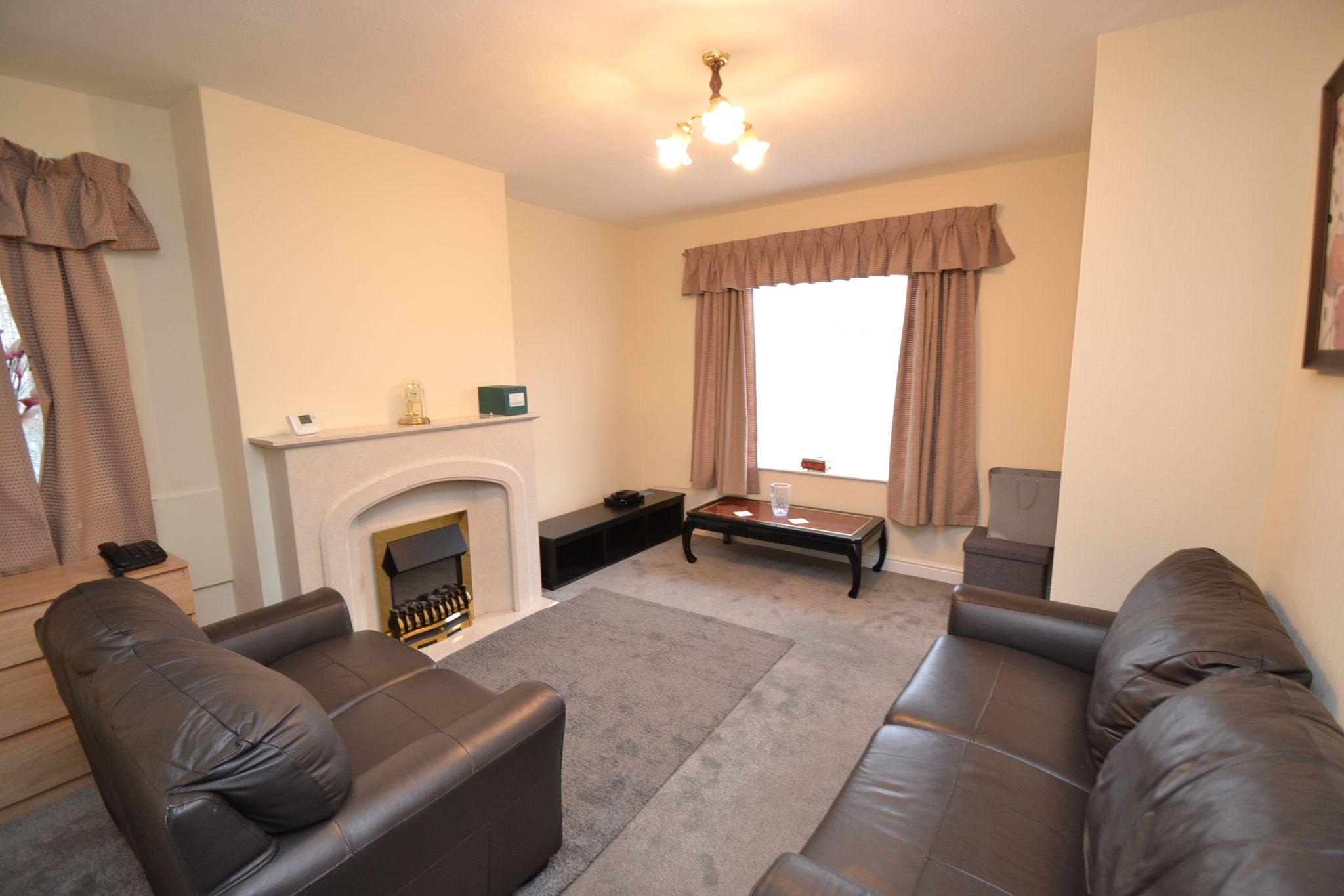 1 Bedroom Ground Floor Maisonette Flat/apartment For Sale - Photograph 2