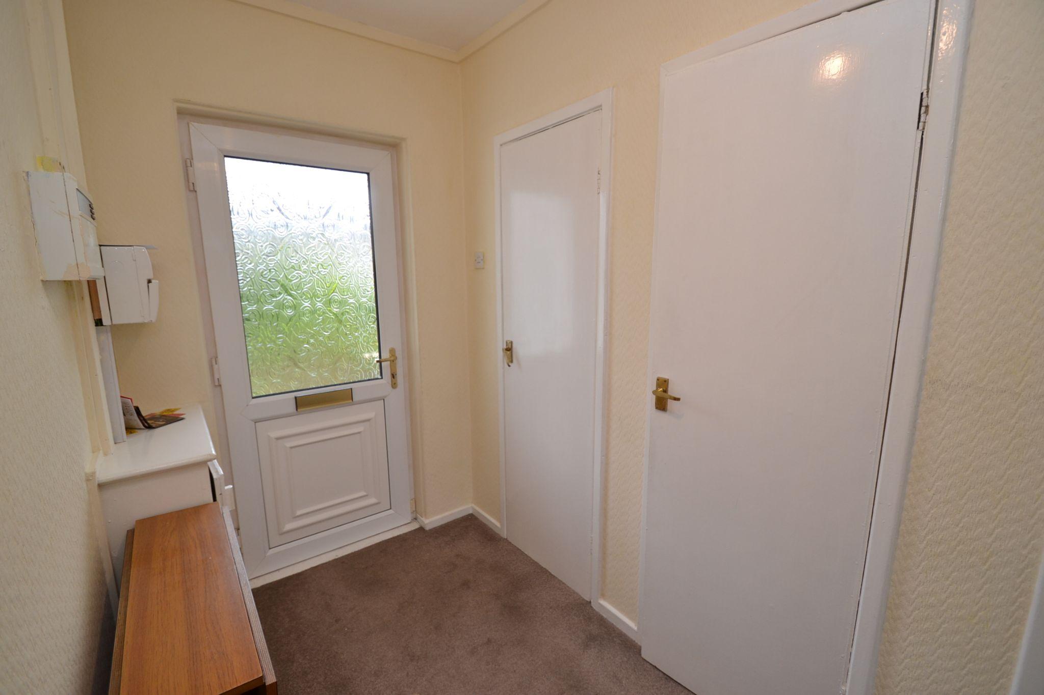 1 Bedroom Ground Floor Maisonette Flat/apartment For Sale - Photograph 6