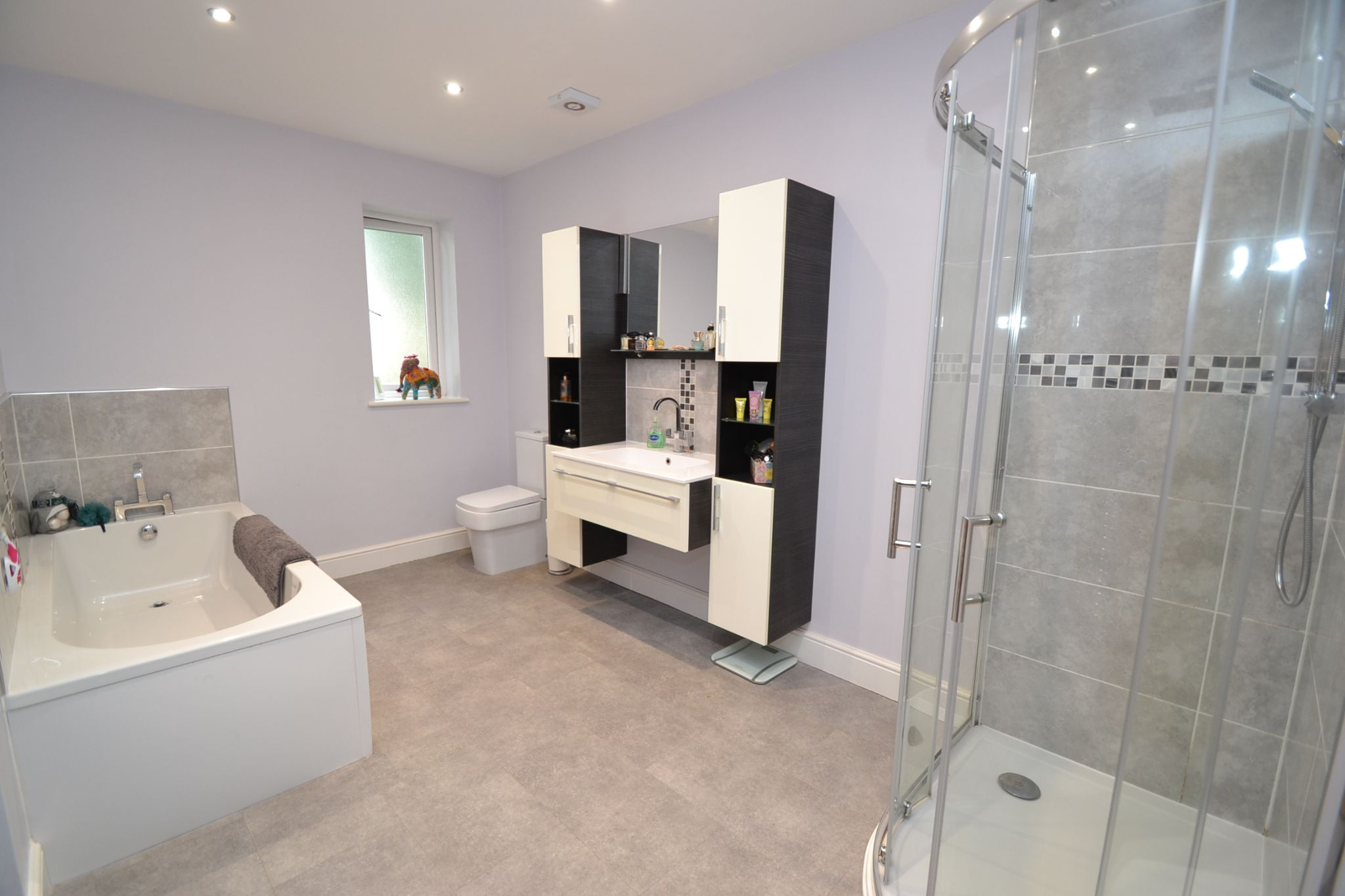 5 Bedroom Detached House For Sale - Photograph 15