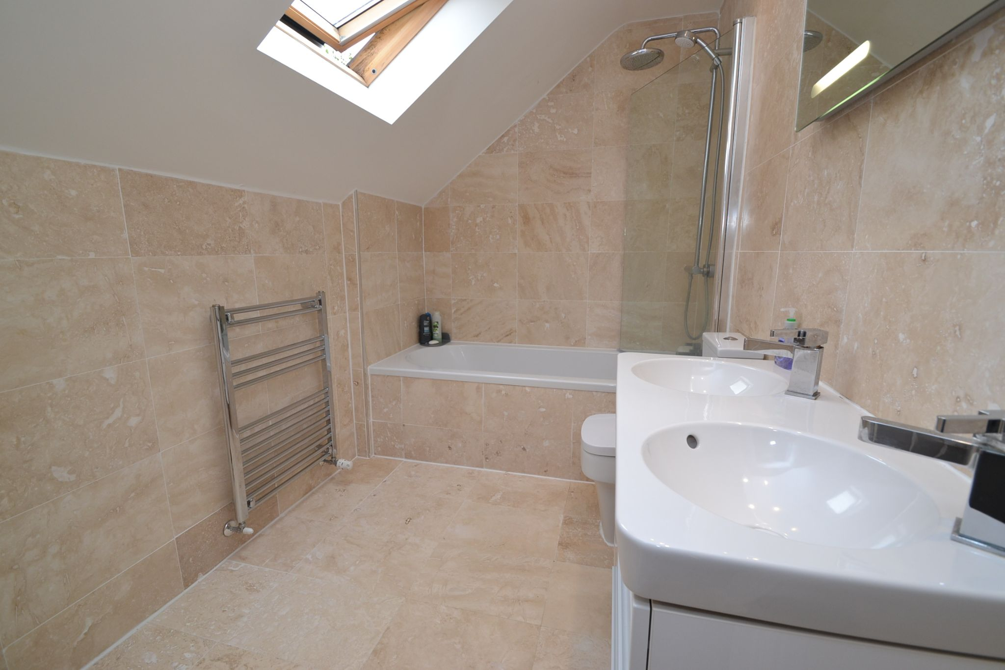 5 Bedroom Detached House For Sale - Photograph 23
