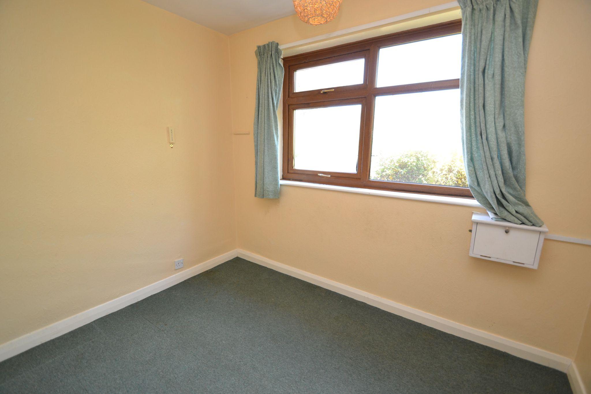 3 Bedroom Semi-detached Bungalow For Sale - Photograph 8
