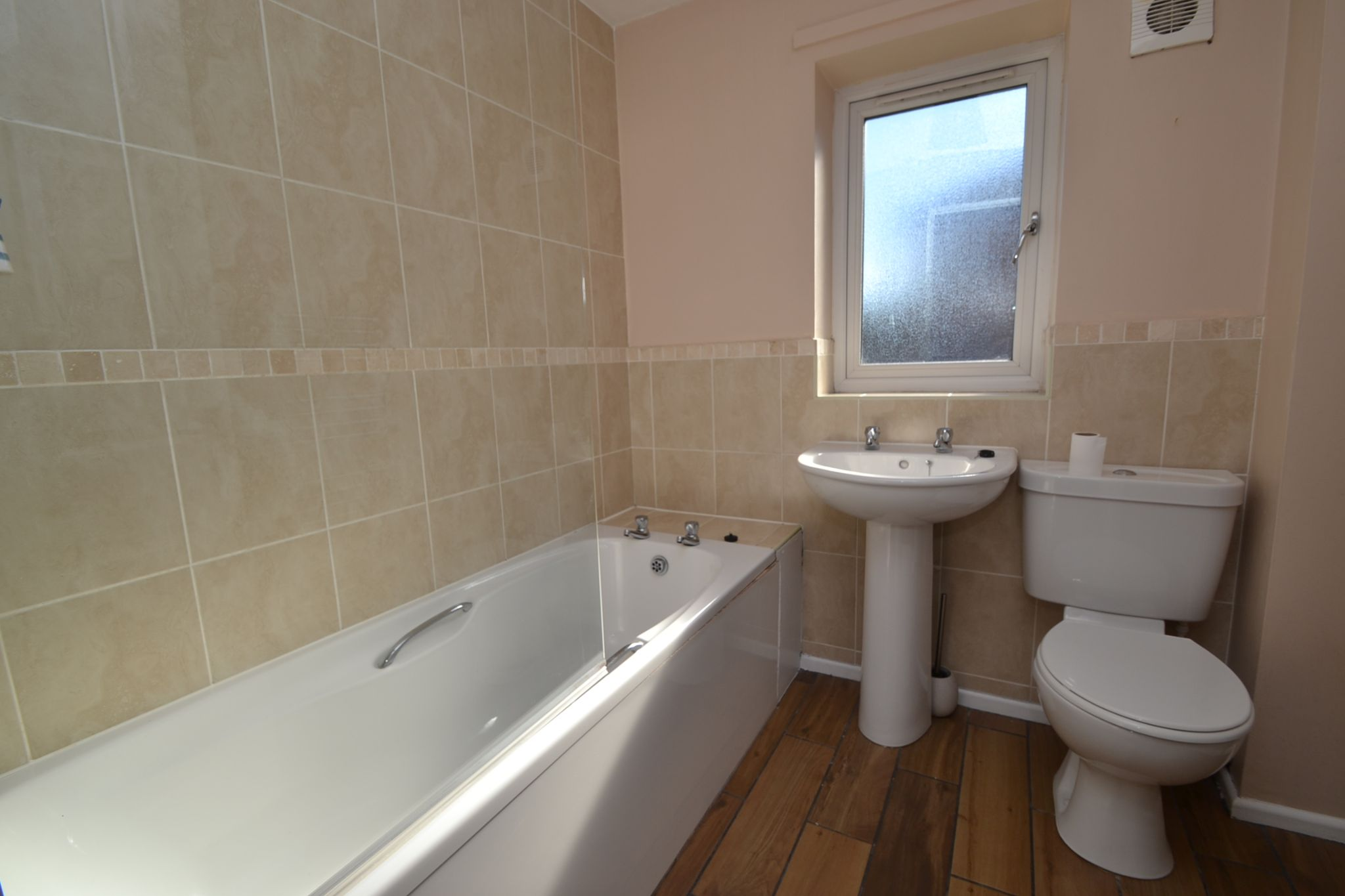4 Bedroom Semi-detached House For Sale - Photograph 16