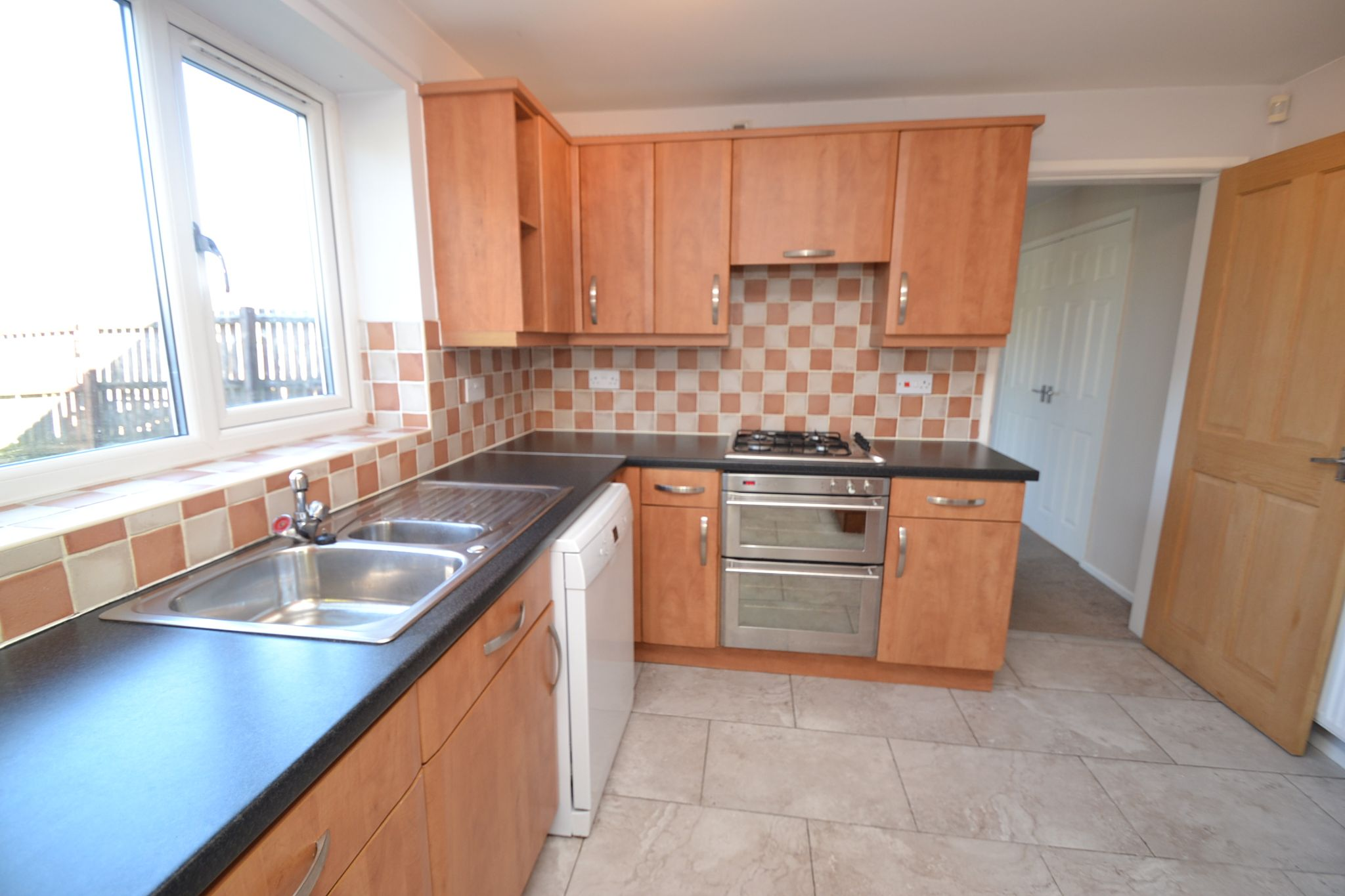 4 Bedroom Semi-detached House For Sale - Photograph 7