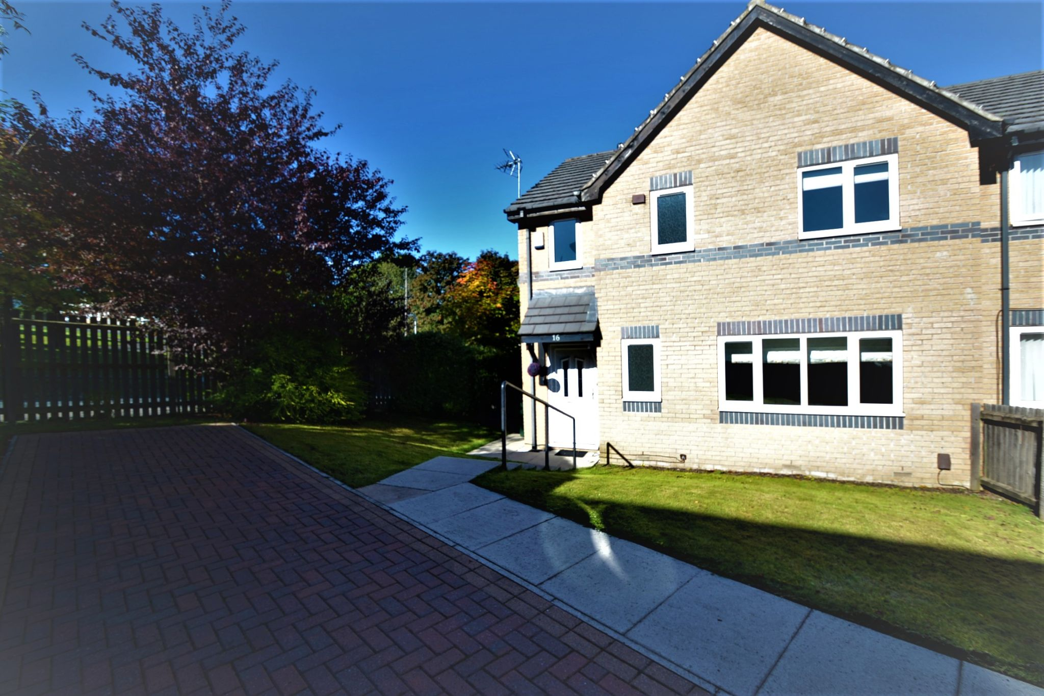 4 Bedroom Semi-detached House For Sale - Photograph 1