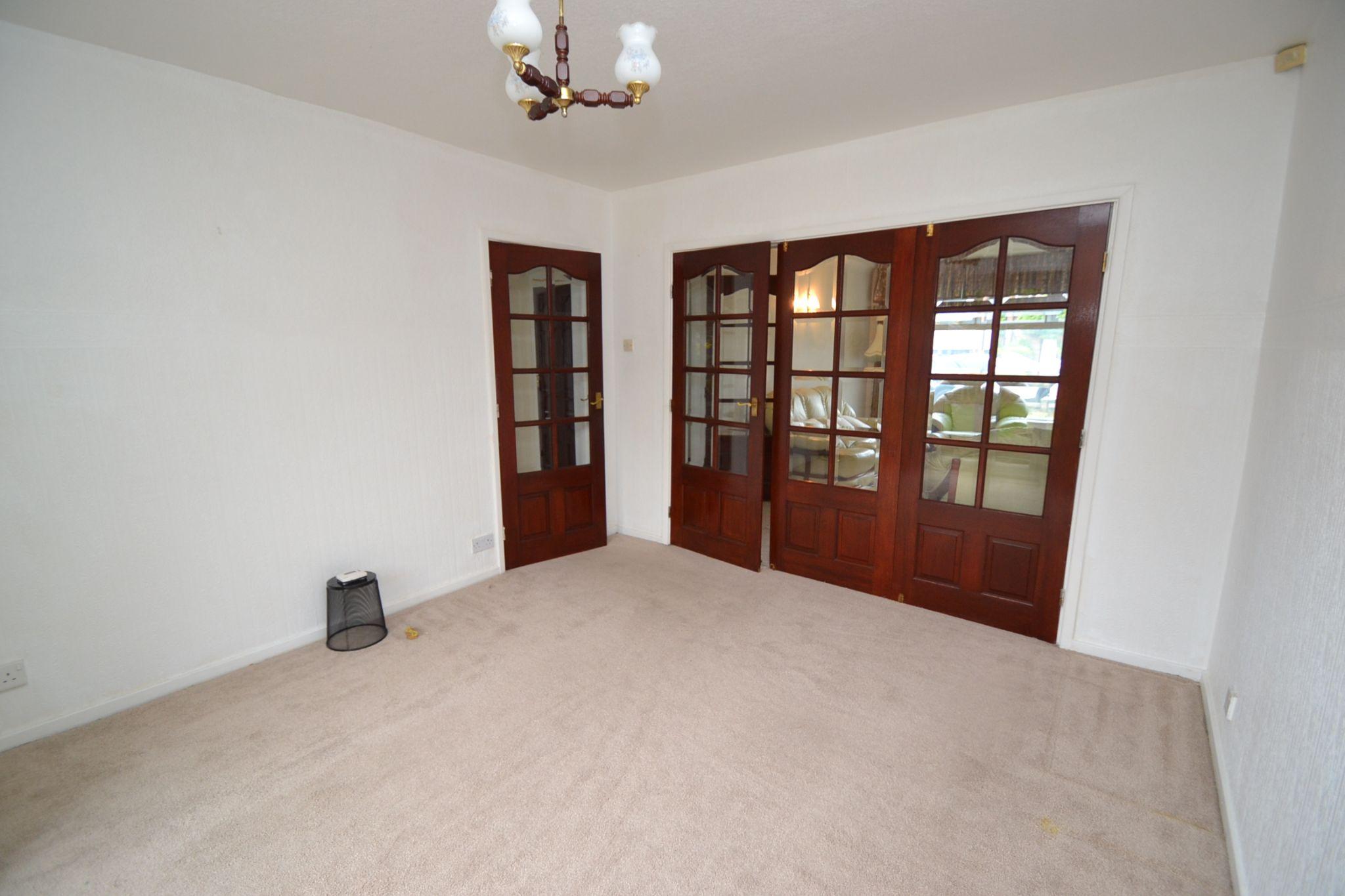 3 Bedroom Semi-detached Dormer House For Sale - Photograph 4