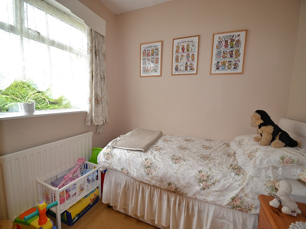3 Bedroom Detached Bungalow For Sale - Photograph 8