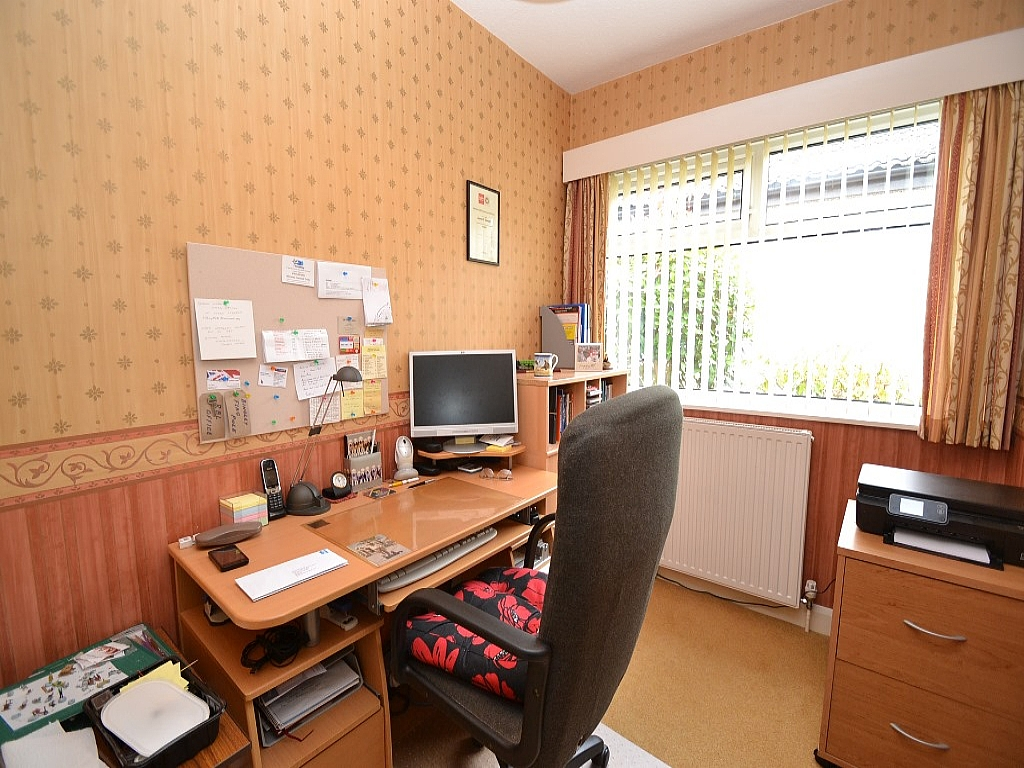 3 Bedroom Detached Bungalow For Sale - Photograph 9