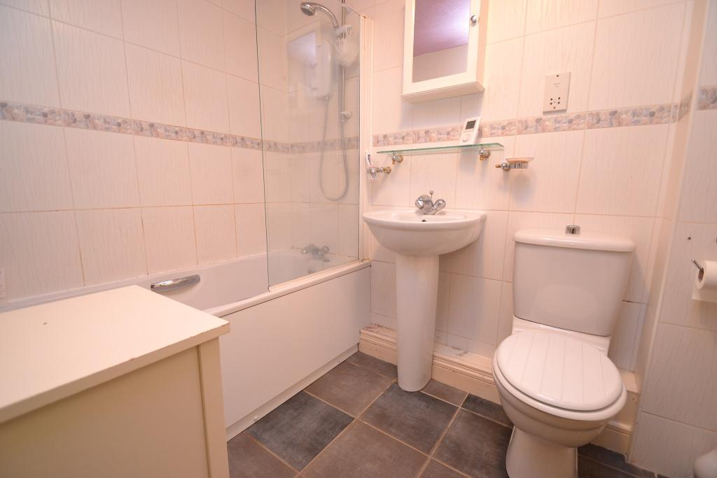 2 Bedroom Ground Floor Flat/apartment For Sale - Photograph 8