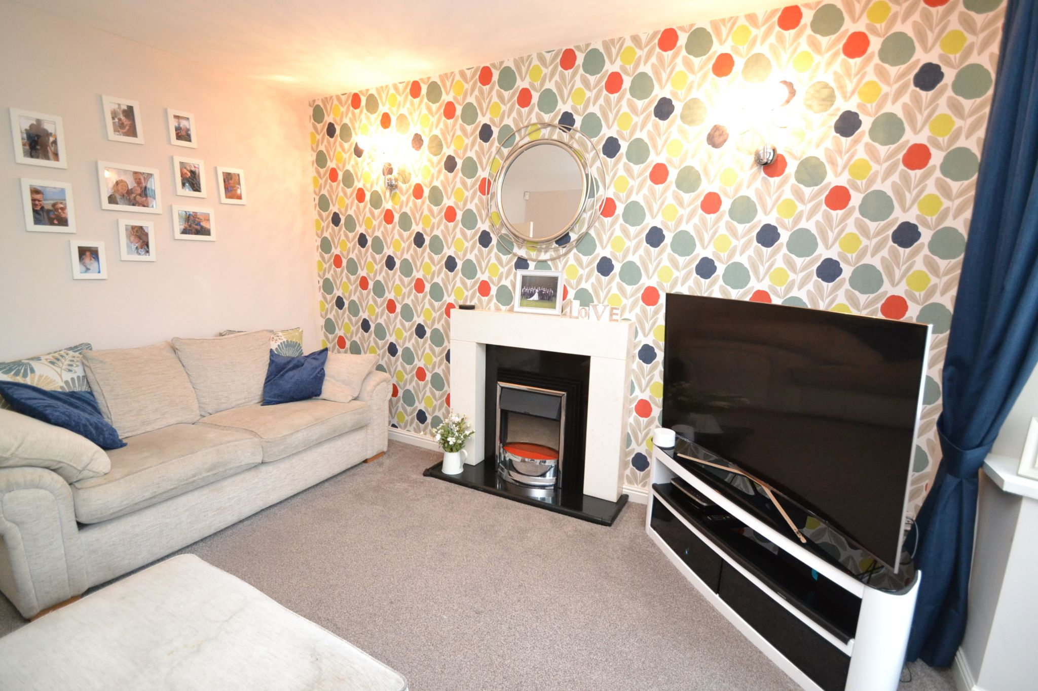 4 Bedroom Semi-detached House For Sale - Photograph 2