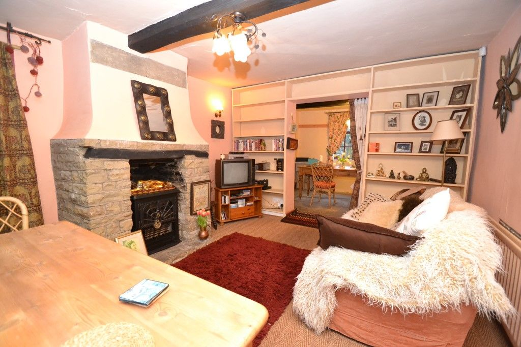 3 Bedroom Cottage House For Sale - Photograph 7