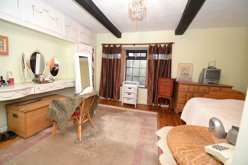 3 Bedroom Cottage House For Sale - Photograph 15
