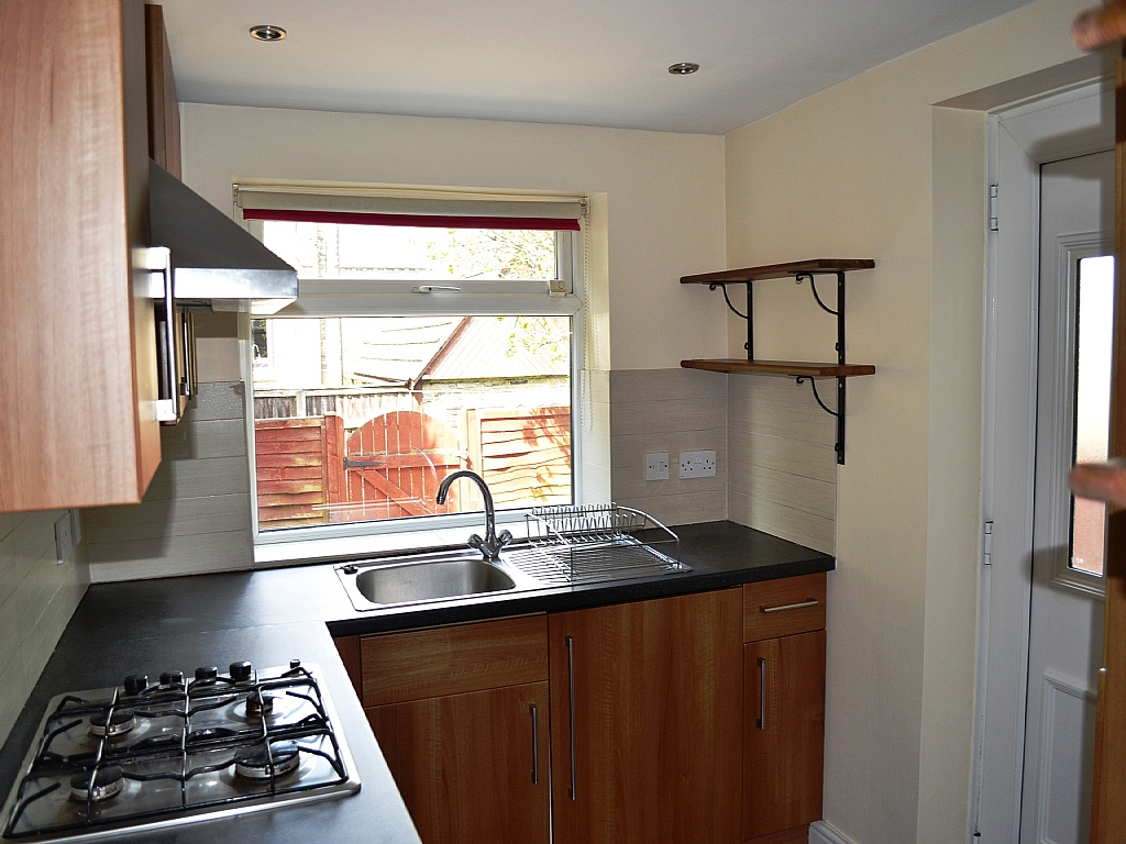 4 Bedroom Mid Terraced House For Sale - Photograph 6