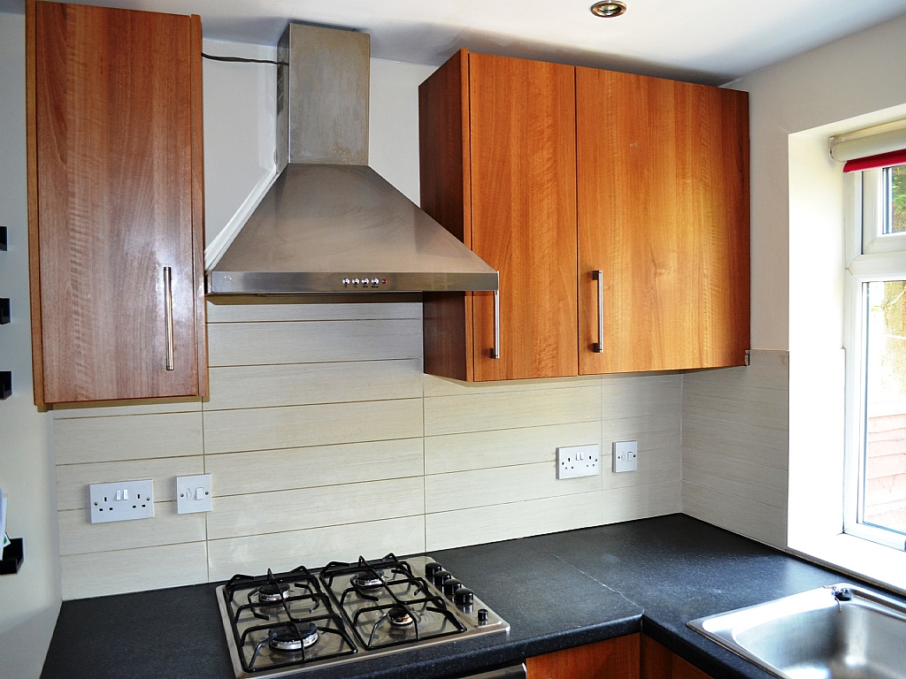 4 Bedroom Mid Terraced House For Sale - Photograph 7