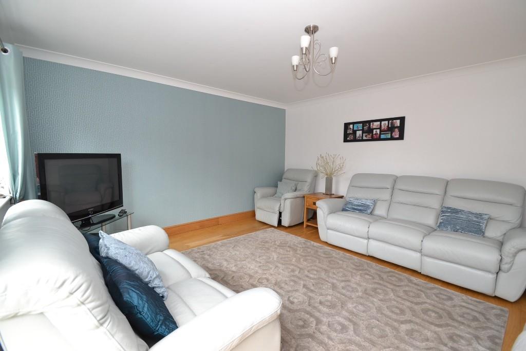 5 Bedroom Detached House For Sale - 2