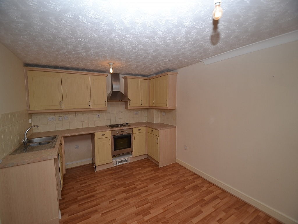 2 Bedroom Ground Floor Flat/apartment For Sale - Photograph 2
