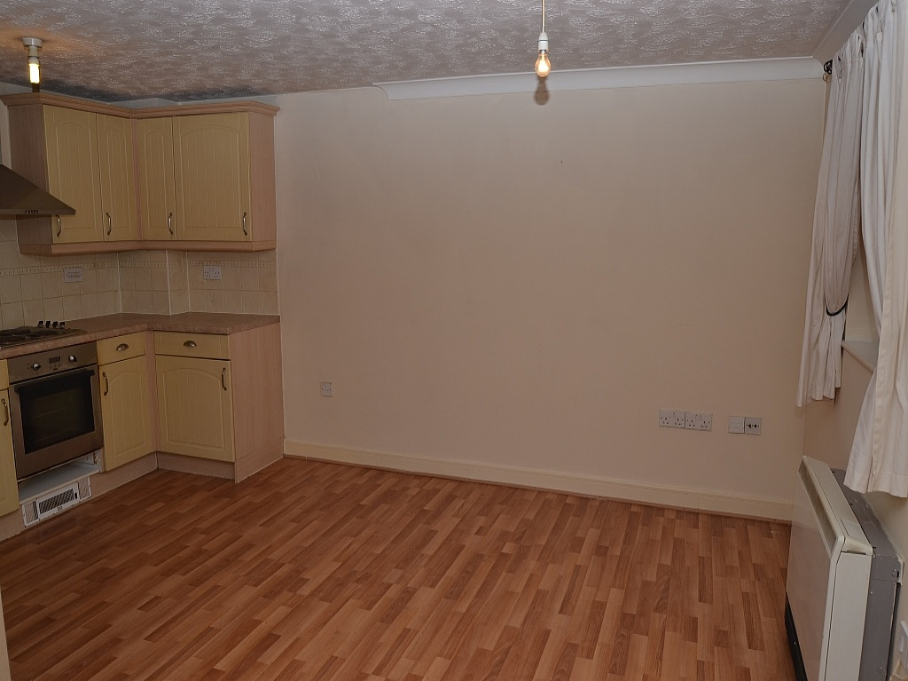 2 Bedroom Ground Floor Flat/apartment For Sale - Photograph 5