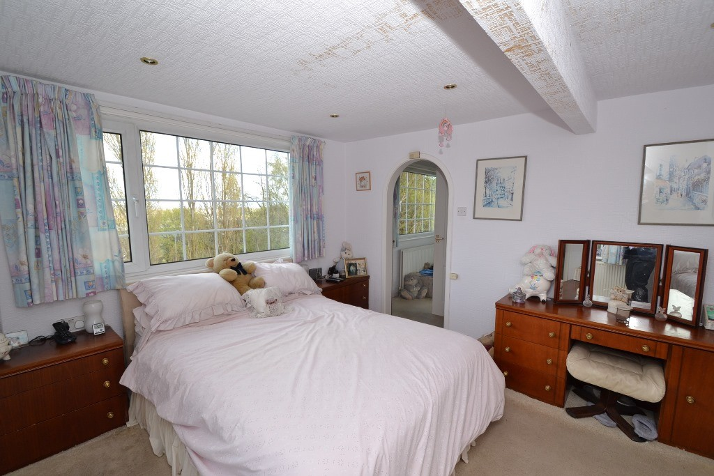 4 Bedroom Detached House For Sale - Photograph 19