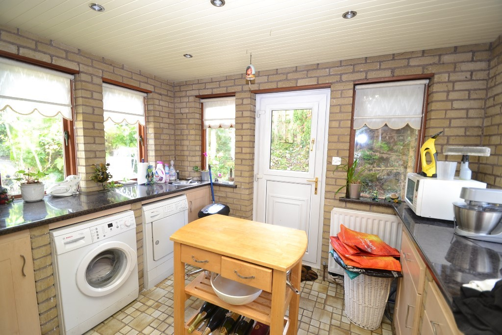 4 Bedroom Detached House For Sale - Photograph 11