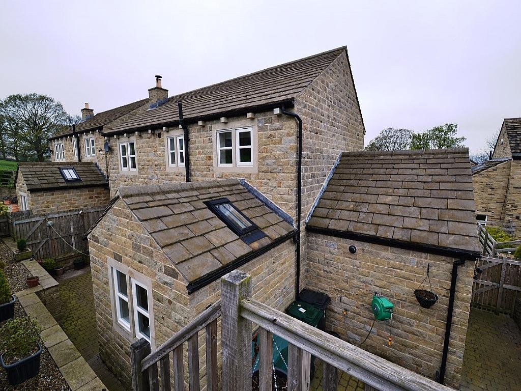4 Bedroom Detached House For Sale - 0