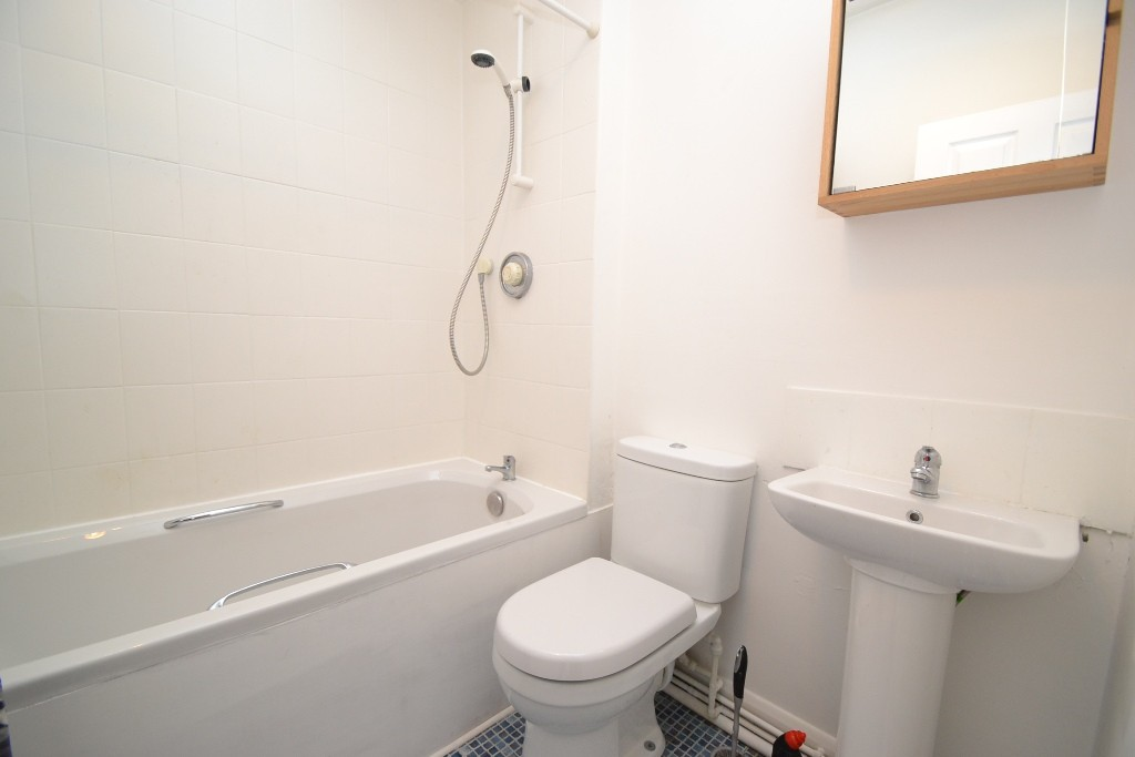 1 Bedroom Flat Flat/apartment For Sale - Photograph 6