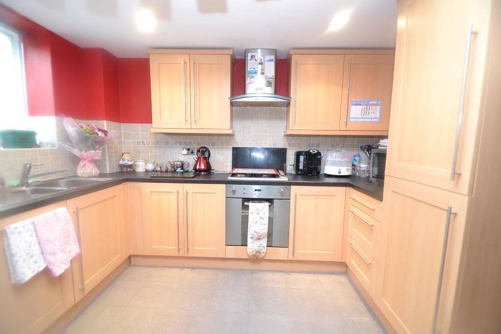 2 Bedroom Ground Floor Flat/apartment For Sale - 3