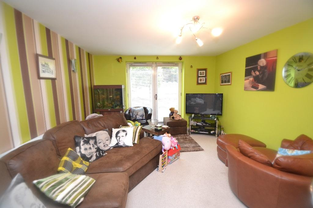 2 Bedroom Ground Floor Flat/apartment For Sale - 2