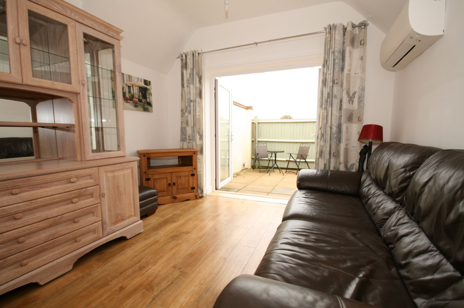 1 Bedroom Apartment Flat/apartment To Rent - Photograph 3