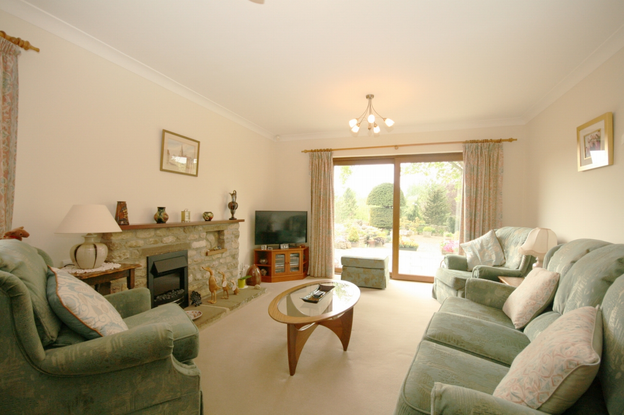 4 Bedroom Detached Bungalow For Sale - Photograph 6