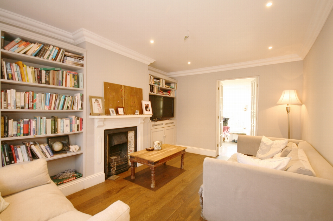 3 Bedroom Cottage House For Sale - Photograph 1