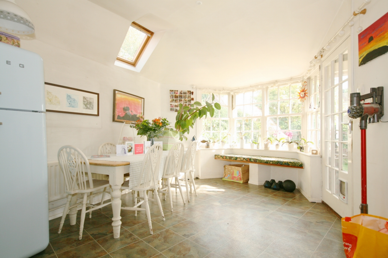 3 Bedroom Cottage House For Sale - Photograph 2