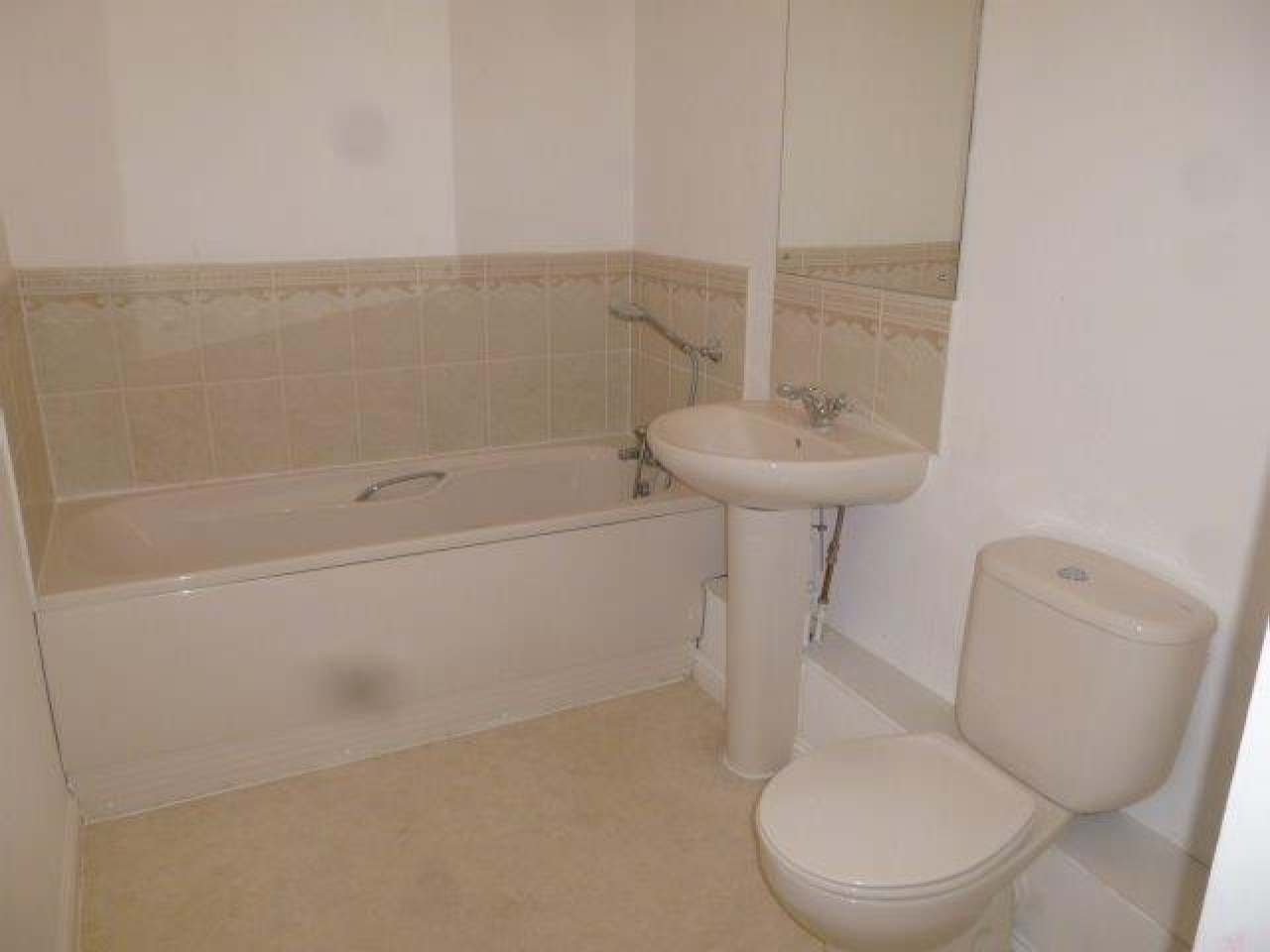 2 Bedroom Apartment Flat/apartment To Rent - Photograph 10