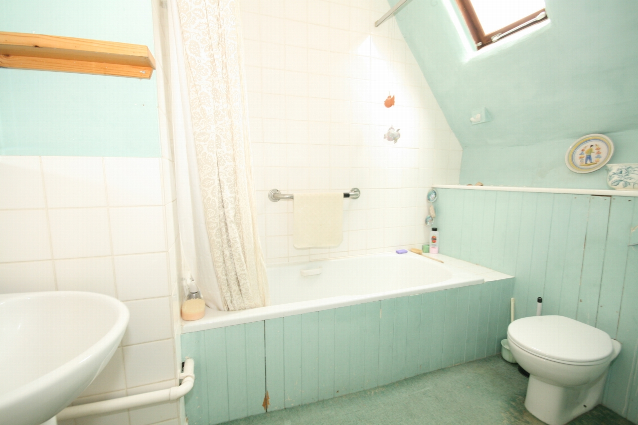 4 Bedroom Cottage House For Sale - Photograph 9