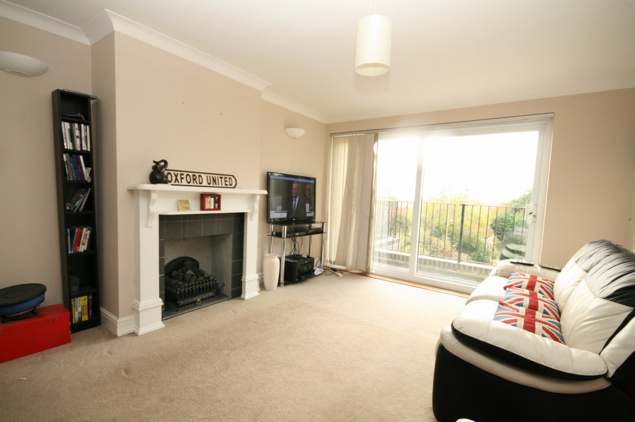 4 Bedroom Detached Bungalow For Sale - Photograph 4