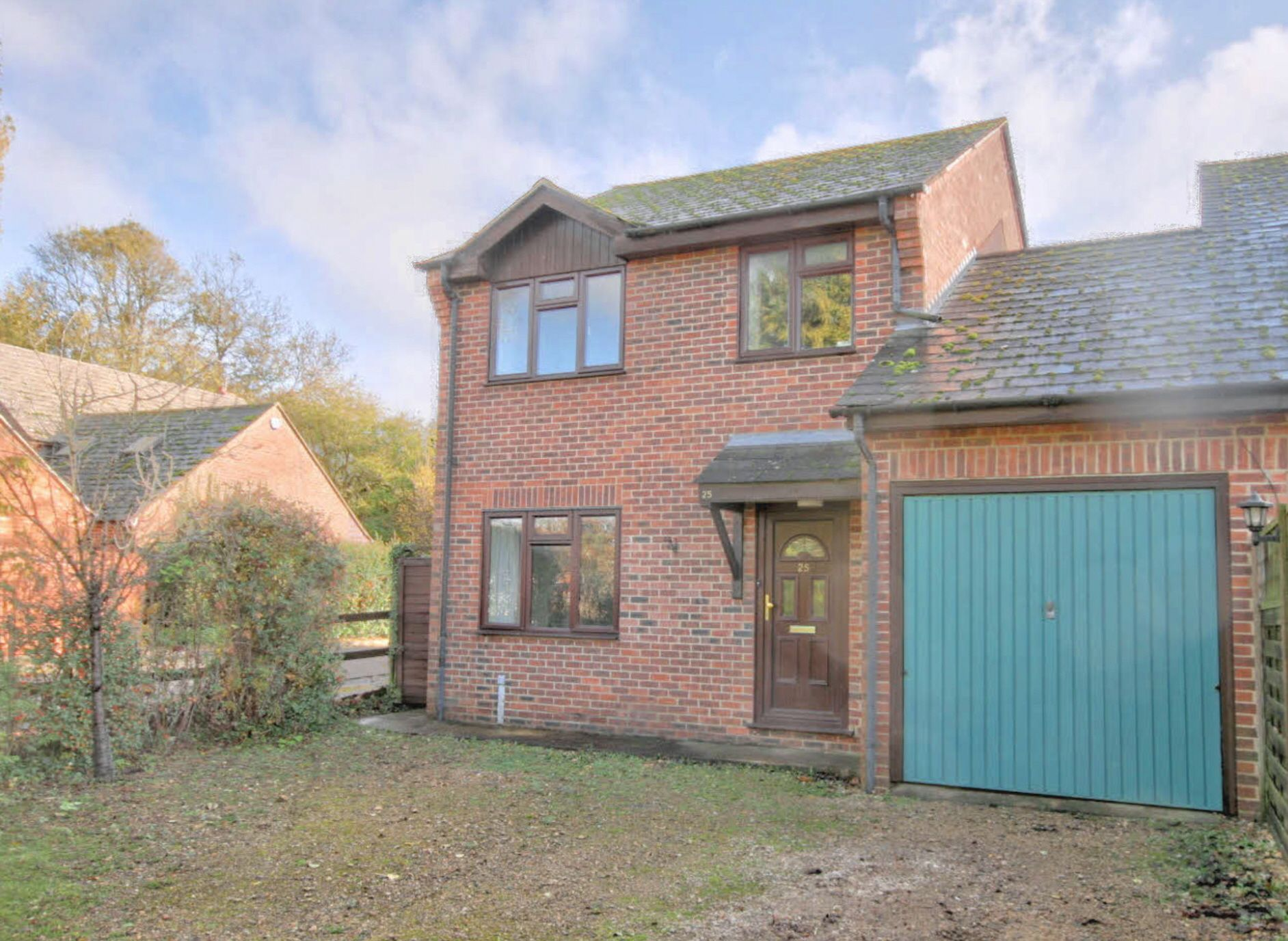 3 Bedroom Link Detached House For Sale - Photograph 3
