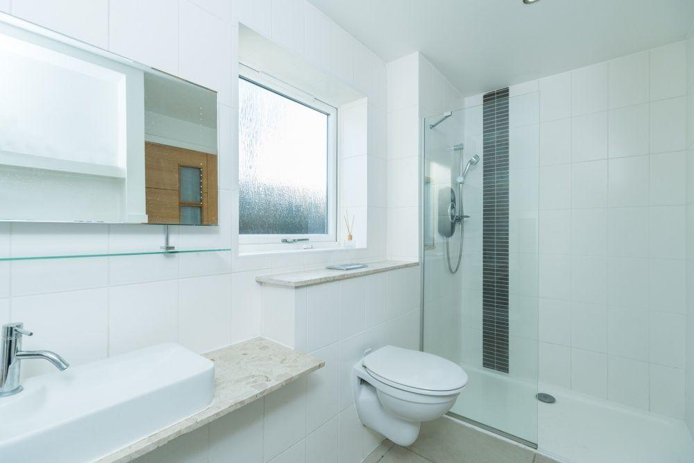 5 Bedroom Detached House For Sale - Ground floor en-suite