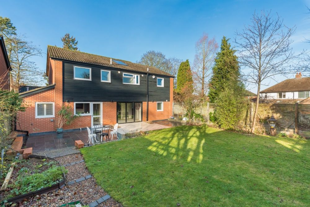 5 Bedroom Detached House For Sale - Garden view