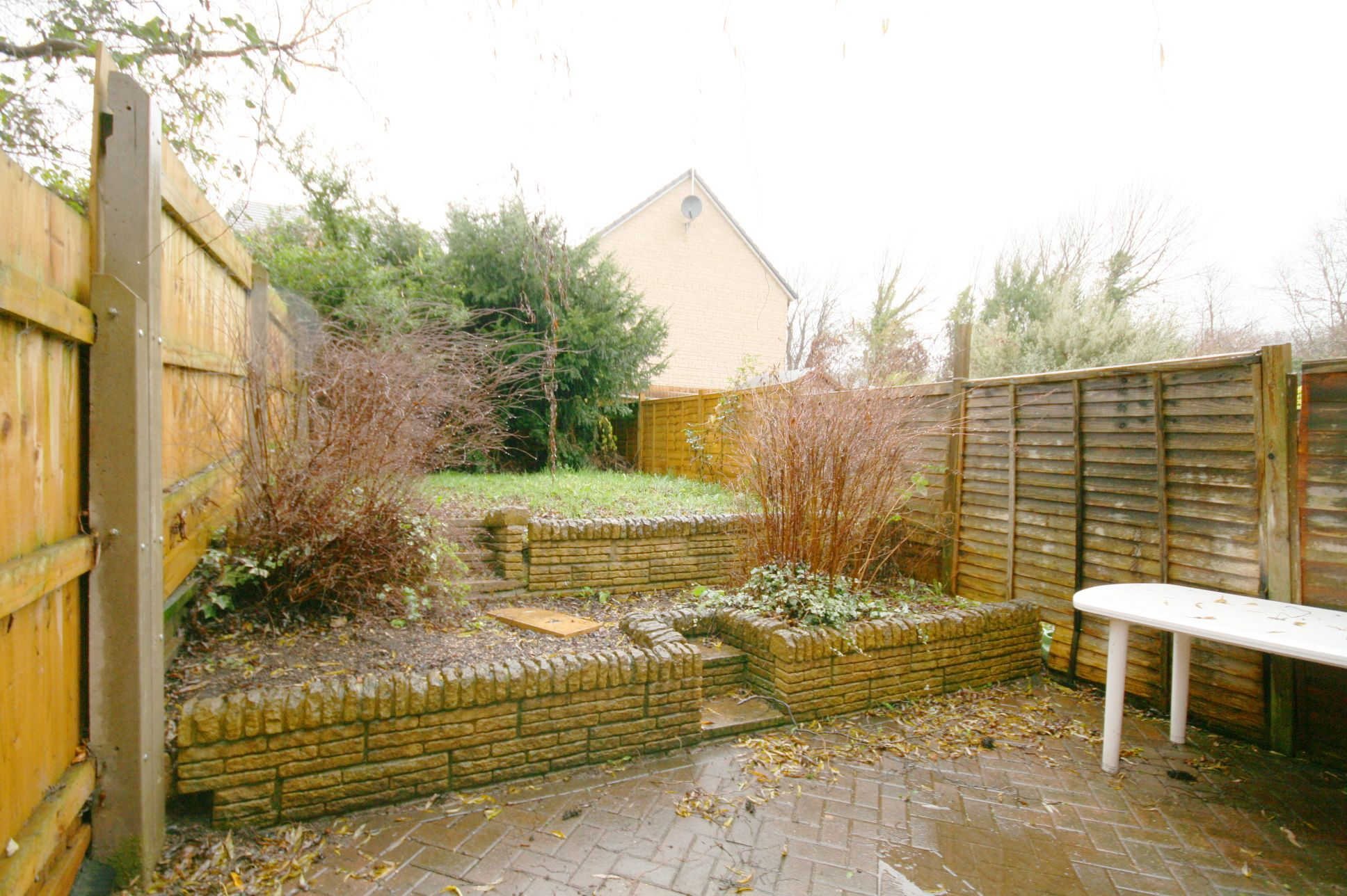 2 Bedroom End Terraced House For Sale - Enclosed rear garden