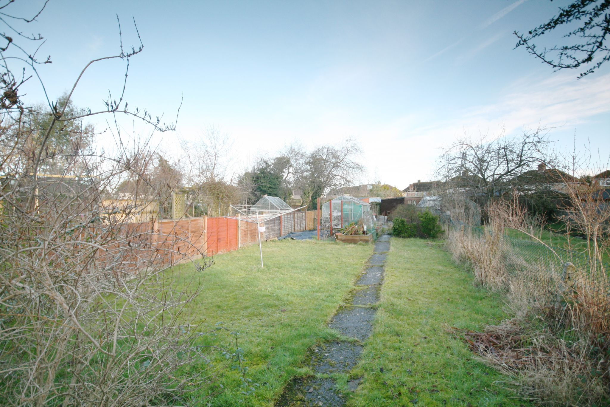 4 Bedroom Semi-detached House For Sale - Photograph 10